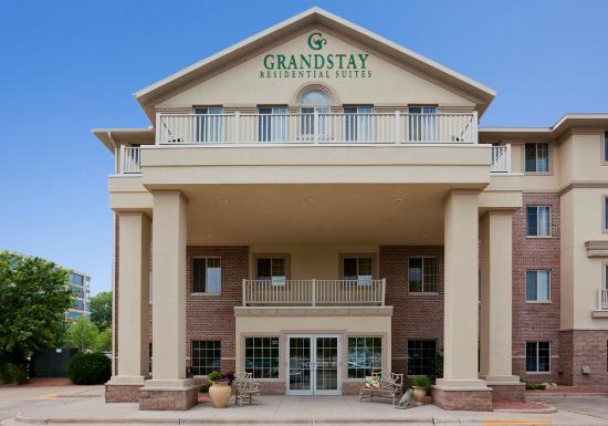 GrandStay Hotel & Suites La Crosse: Hotel Exterior