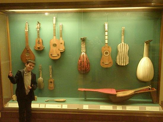 Sammlung alter Musikinstrumente (Collection of Early Musical Instruments): Interesting collection