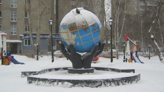Monument Globe