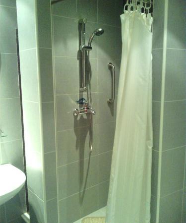 Noble Center Hotel : バスルーム
