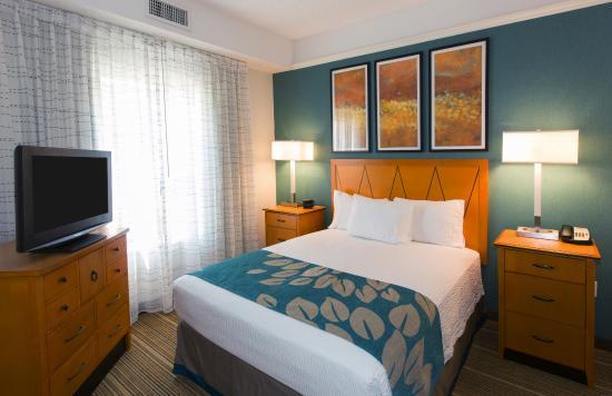 Residence Inn Wayne: Queen One-Bedroom Suite