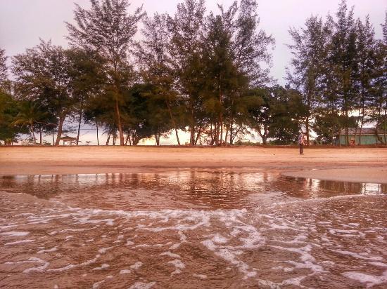 Brunei Darussalam: Pantai Seri Kenangan