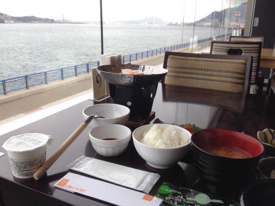Moji portの朝食