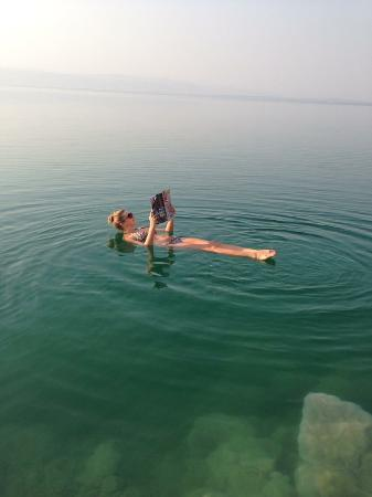 Dead Sea Region, Giordania: Floating on the water - such an amazing experience