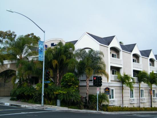 BEST WESTERN PLUS Marina Shores Hotel: exterior from street
