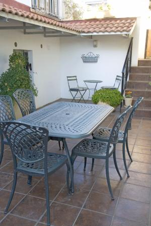 Belmont Guest House: Outside Patio
