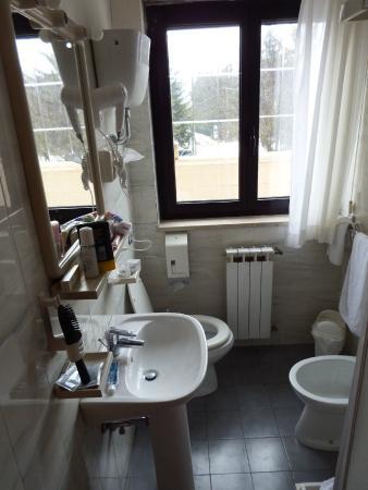bagno con finestra  picture of hotel iris, pescasseroli  tripadvisor, Disegni interni