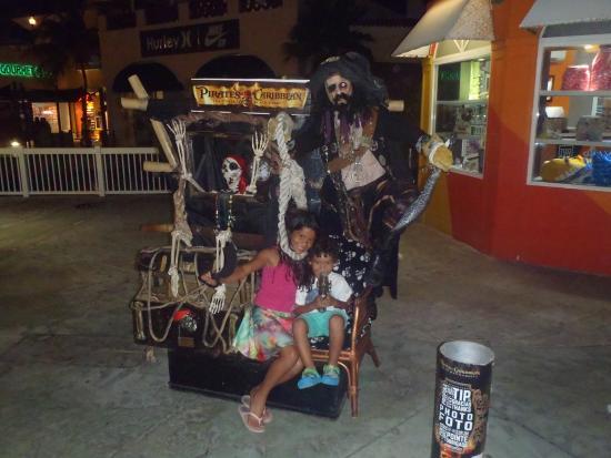 La Isla Shopping Village : PIRATAS CON ANTO Y GIAN