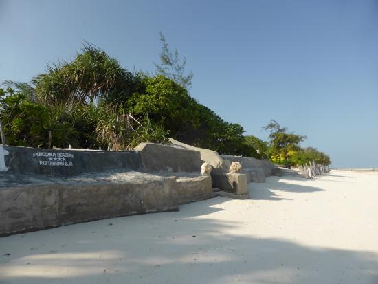 Pumzika Beach Resort: Beach