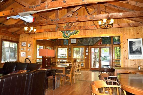 Yosemite Bug Rustic Mountain Resort: Sala ristorante