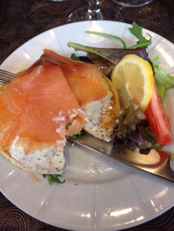 L'Emmanon: Blinis de saumon et sa crème à l'aneth