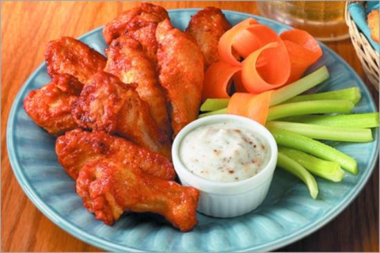 The Sterling Spoon Café: Delicious chicken wings