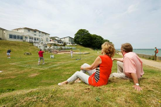 Warner Leisure Hotels Norton Grange Coastal Resort: Waterfront Games Lawn