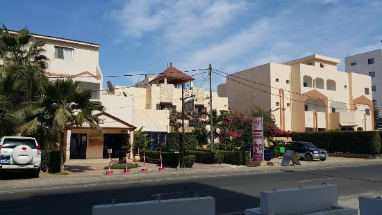 Le Lodge des Almadies : A photo from the opposite side of the main street
