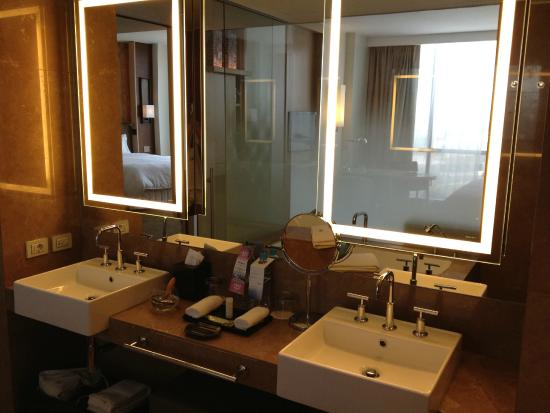The Westin Lima Hotel & Convention Center: Baño