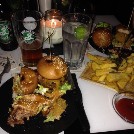 Parck: mini burgers, vegetarian mini burgers, truffle fries and beer