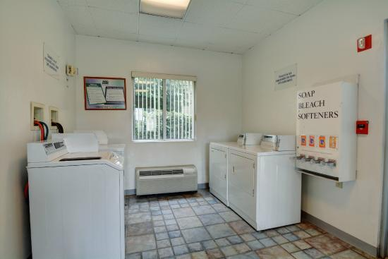 Motel 6 Providence - Warwick : Laundry
