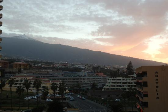 Hotel Tenerife Ving: View towards Teide, picture taken from the roof terrace