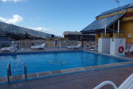 Hotel Tenerife Ving: The swimming pool is on the roof terrace