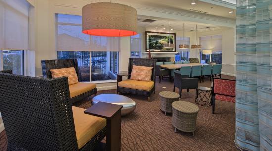 Hilton Garden Inn Auburn/Opelika : Lobby Seating Area