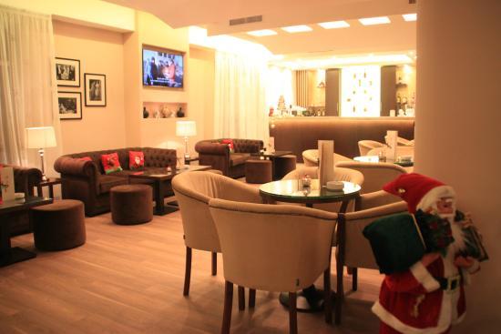 Hotel Coroana De Aur : Lobby bar