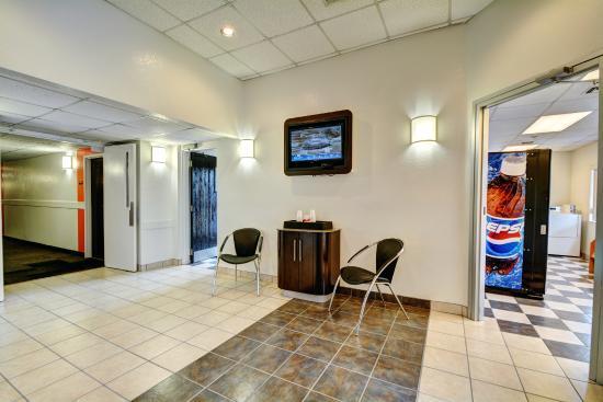 Motel 6 Providence East : Lobby