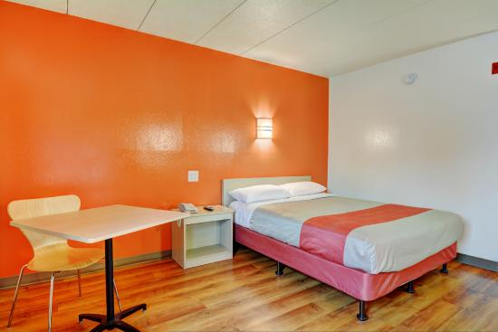 Motel 6 Providence East : Guest Room