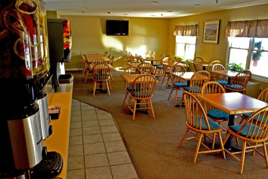 The Country Inn at the Mall: Breakfast Room - Breakfast Bar