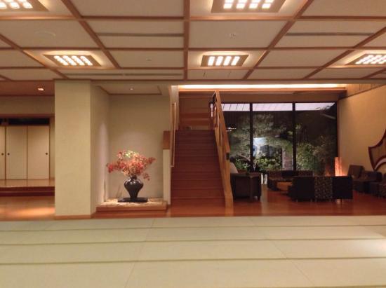 Rangetsu: downstairs lobby