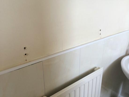 Bank House Hotel: Missing towel rail