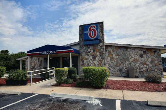 Motel 6 Palm Bay: Exterior
