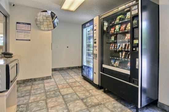 Motel 6 Palm Bay: Vending