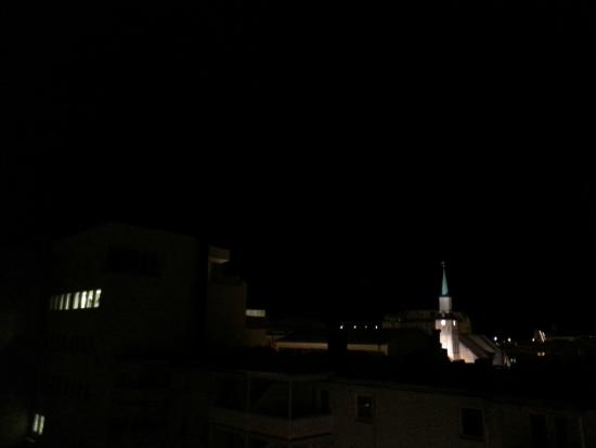 Thon Hotel Tromso: View of the Cathedral at night