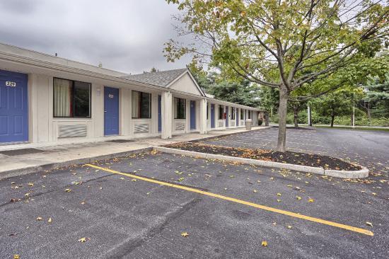 Exterior picture of motel 6 harrisburg carlisle for Motel exterior design