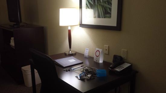 Comfort Suites Urbana Champaign, University Area: Desk