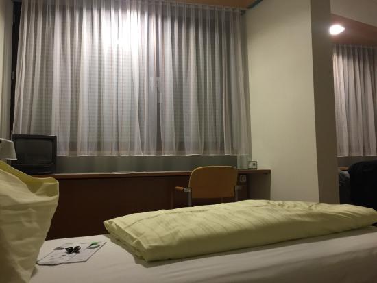 eines der zimmer bild von wifi hotel linz tripadvisor. Black Bedroom Furniture Sets. Home Design Ideas