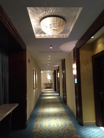 The Ritz-Carlton, Dubai: Corridor, 5th floor