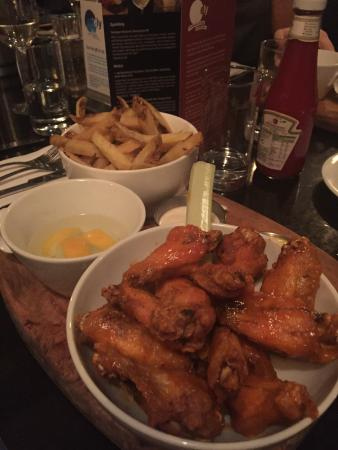 ely gastro bar: Wings!