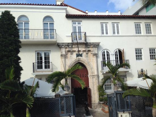 Versace mansion picture of half price tour tickets for Versace mansion miami tour
