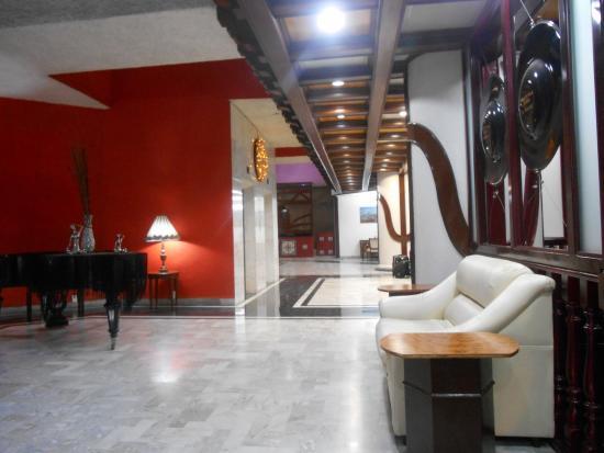 Entrada picture of hotel aristos puebla puebla for Hotel agrustos