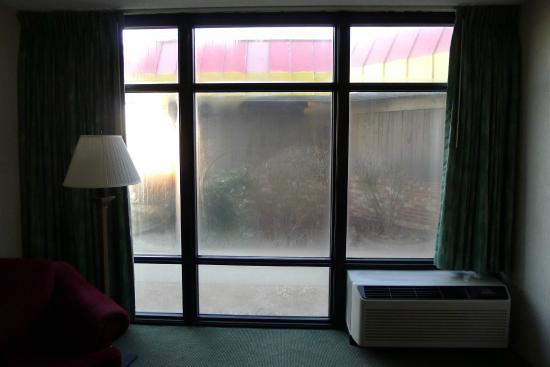 Pear Tree Inn Cape Girardeau Near the Medical Center : Big windows!