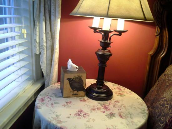 The Colonial Inn at Historic Smithville: Even the tissue box is pretty!