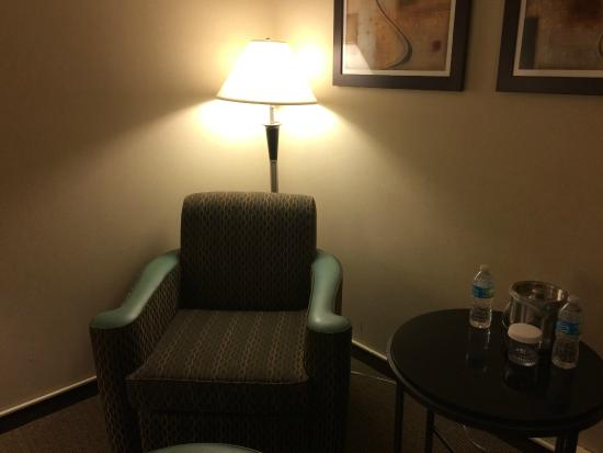 Doubletree Houston Intercontinental Airport : Lounge chair - even with a lamp it is dark and shadowy - Room 720