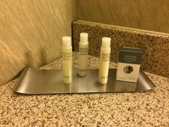 Doubletree Houston Intercontinental Airport : Unbranded amenties - smelled OK but I want preferred the old Crabtree Citrone