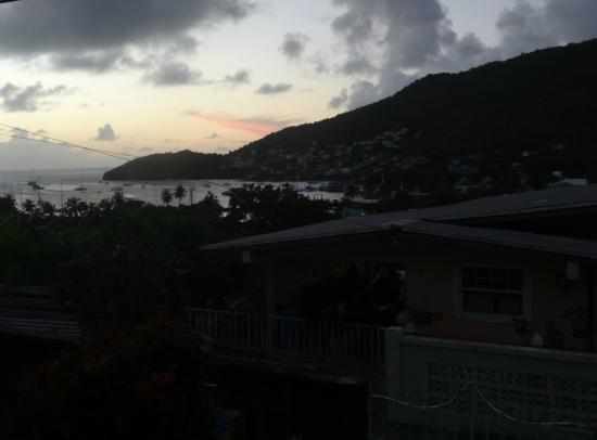 Ramblers Rest Guest House: Sunset view from outside seating area