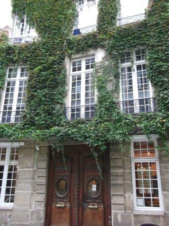Auberge de Jeunesse MIJE  Fauconnier: facde hotel