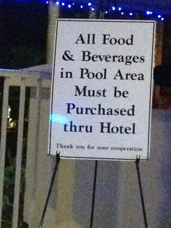 Holiday Inn Ft. Lauderdale Airport: Please make food and drinks available from bar during the day or trash the sign.