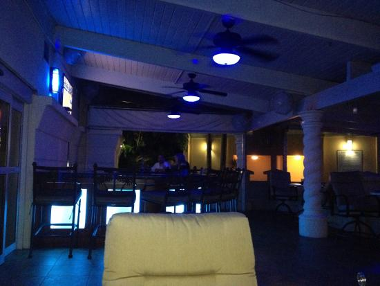 Holiday Inn Ft. Lauderdale Airport: Nice patio bar.