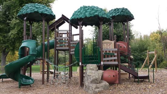 Geneva, IL: Treehouse Playground