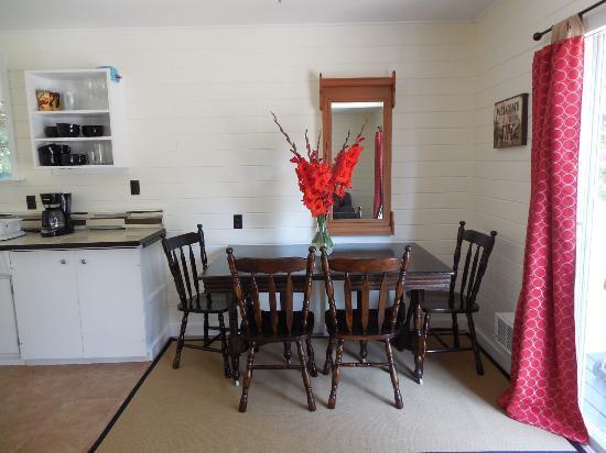 Denman Island, แคนาดา: dining room